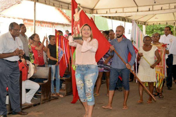 Luana Ribeiro prestigia evento religioso em Paranã