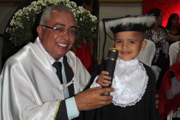 Em festa de gala, alunos da Rede Municipal recebem primeiro diploma