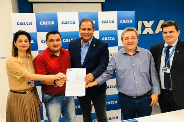 Jair Farias comemora contratos de obras para o Bico do Papagaio