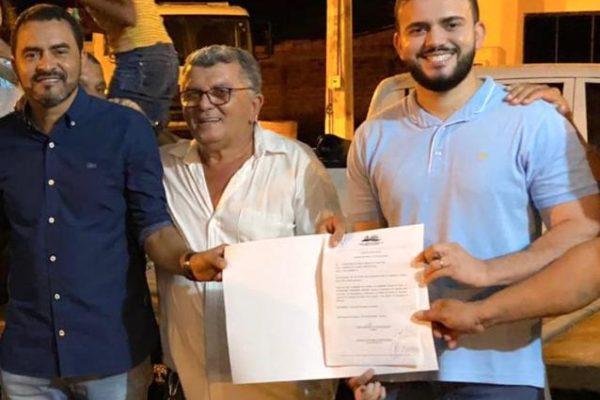 Léo Barbosa participa de assinatura da ordem de serviço para melhorias no estádio de Santa Tereza