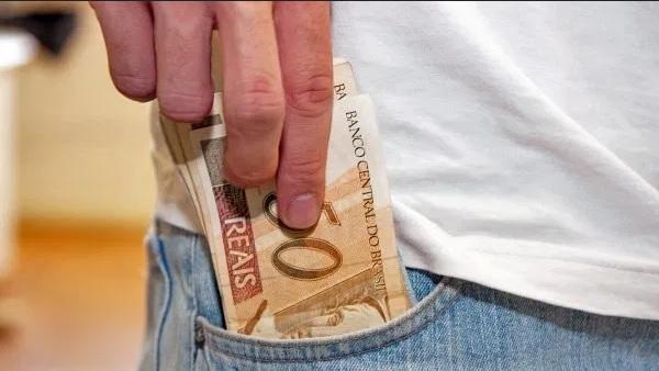 PF cumpre mandados de busca contra suspeitos de fraudar contratos e desviar R$ 2 milhões de Prefeitura