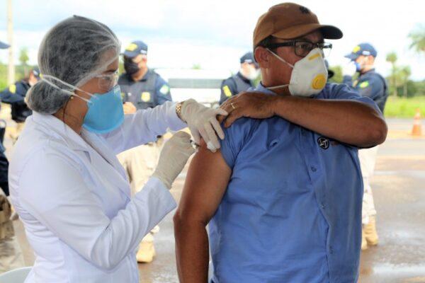Dimas autoriza compra de doses da vacina da Pfizer contra Covid-19 para Araguaína