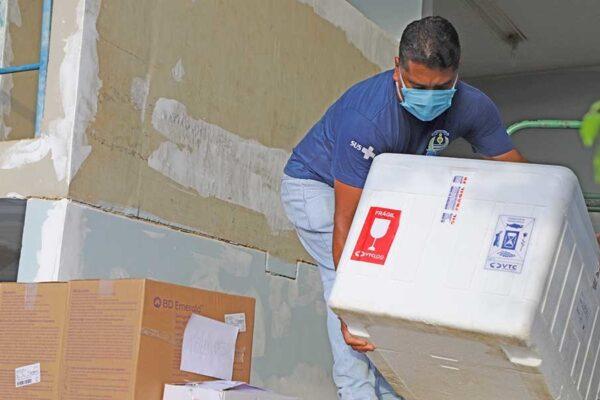 Governo do Tocantins entrega vacinas CoronaVac para a Capital e divulga número de doses por município