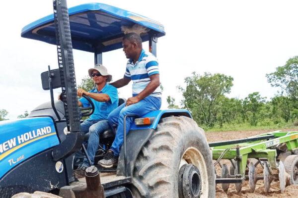 Prefeitura de Lagoa do TO realiza diversos serviços para pequenos agricultores
