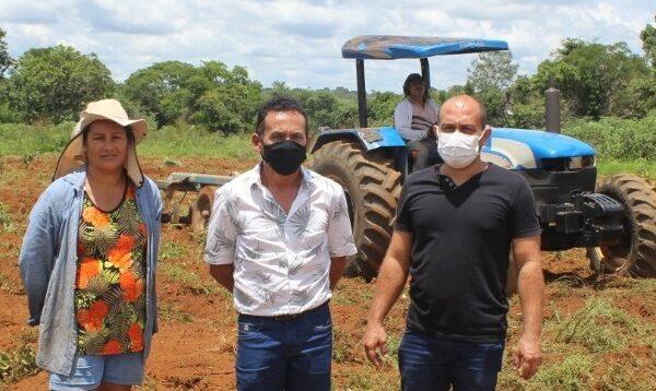 Pequenos produtores de Aparecida são atendidos com gradeamento de terras