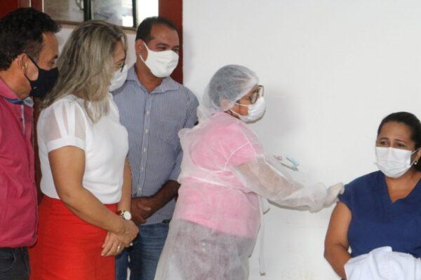 Aparecida inicia vacinação contra a Covid-19 nos profissionais de saúde