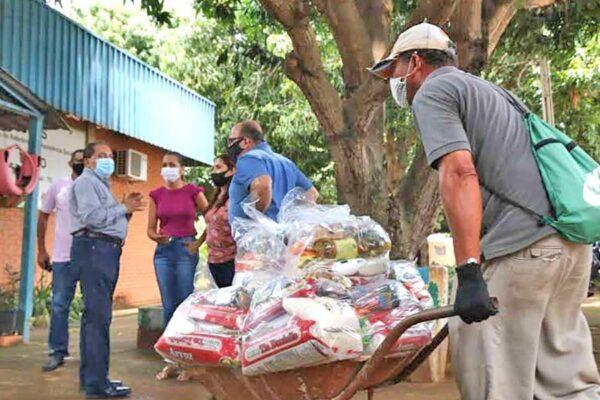 Governo do TO atende cerca de 2 mil famílias com a entrega de cestas básicas em Lajeado e Porto Nacional