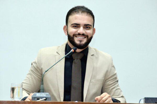 """Projeto de Lei de autoria do deputado Léo Barbosa cria programa """"Escola de Excelência"""""""