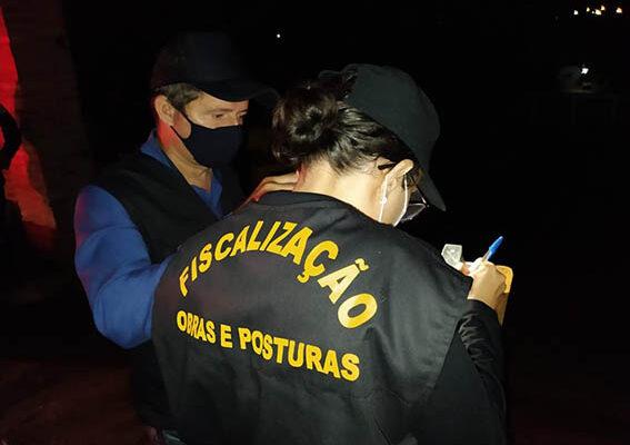 Fiscais dispersam participantes de festa clandestina em chácara de Palmas