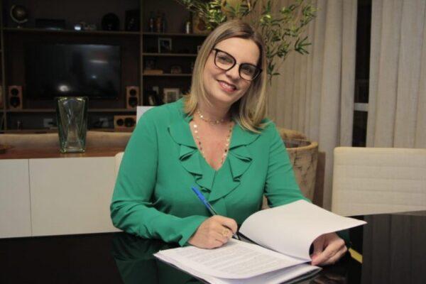 Claudia destina recursos para a realização de 2 mil exames de câncer do colo do útero
