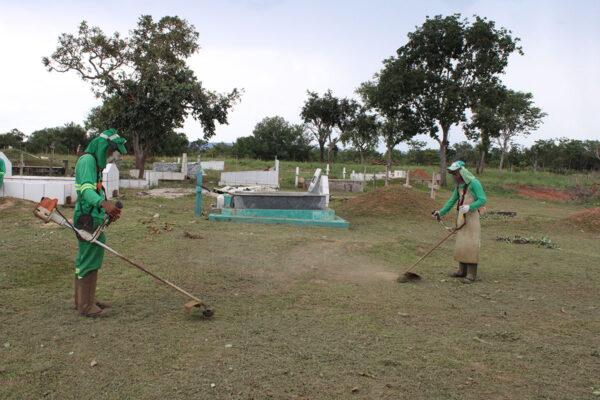 MATEIROS: Prefeitura realiza limpeza do Cemitério Municipal