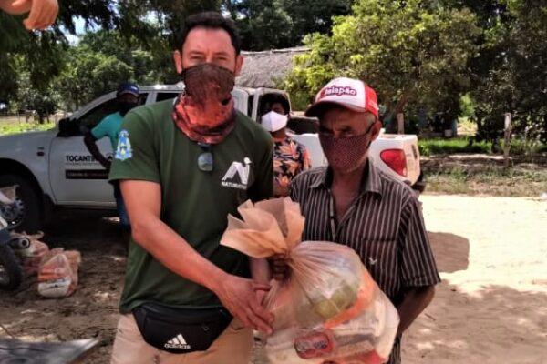 Comunidades de Mateiros recebem cestas básica entregues pelo Governo do TO em parceria com a Prefeitura Municipal