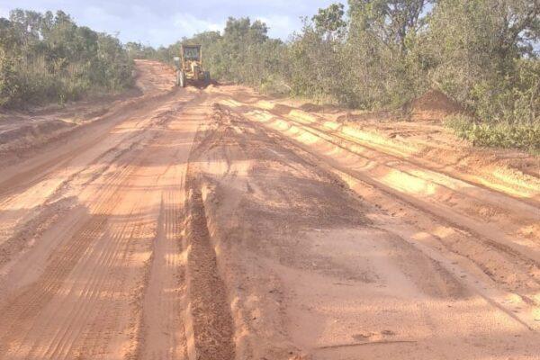 MATEIROS: Prefeitura realiza manutenção da TO–247 que liga o Município à divisa com a Bahia