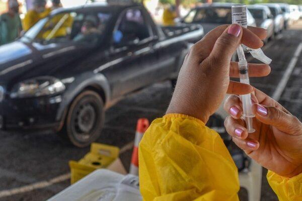 Idosos de 61 e 62 anos começam a ser vacinados contra a Covid-19 em Palmas