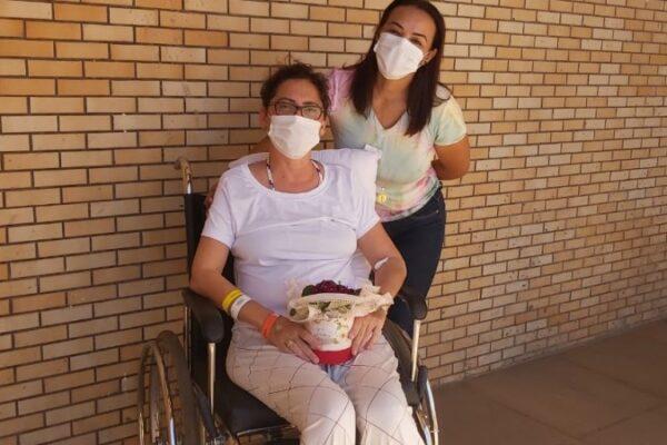 Jornalista Roberta Tum recebe alta e continua tratamento em casa