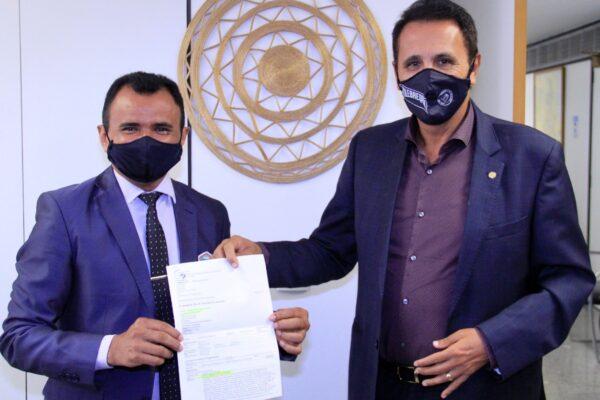 MATEIROS: Prefeito João Martins solicita benefícios para o Município em Brasília