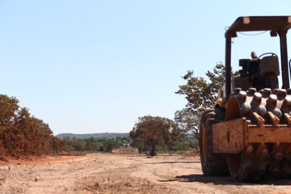 Lagoa do TO sedia canteiro de obras do asfalto do Jalapão: prefeito Leandro comemora a execução do benefício