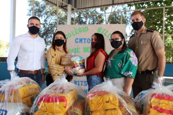 Léo Barbosa participa da entrega de mobiliários e alimentos em colégios de Taquaruçu e Lagoa do TO