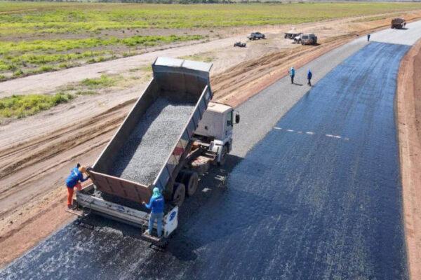 Rodovia que liga Lagoa do TO ao Jalapão começa a receber capa asfáltica