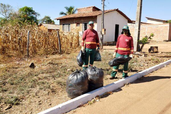 APARECIDA: Município realiza força-tarefa para retirada de lixo plástico das vias e lotes baldios