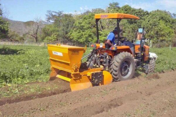 Recursos de R$4,7 mi são liberados para TO comprar tratores e fomentar setor agrícola
