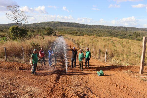 SANTA TEREZA DO TO: Zona rural é beneficiada com instalação de rede de água pela Prefeitura
