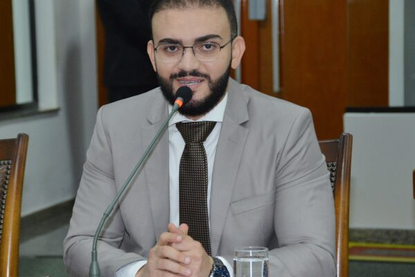 Requerimentos apresentados por Léo Barbosa solicitam melhorias em rodovias estaduais