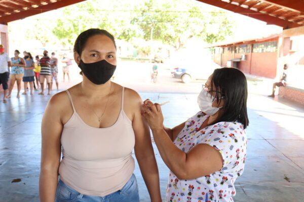 APARECIDA: Moradores de 35 a 38 anos da zona urbana são vacinados
