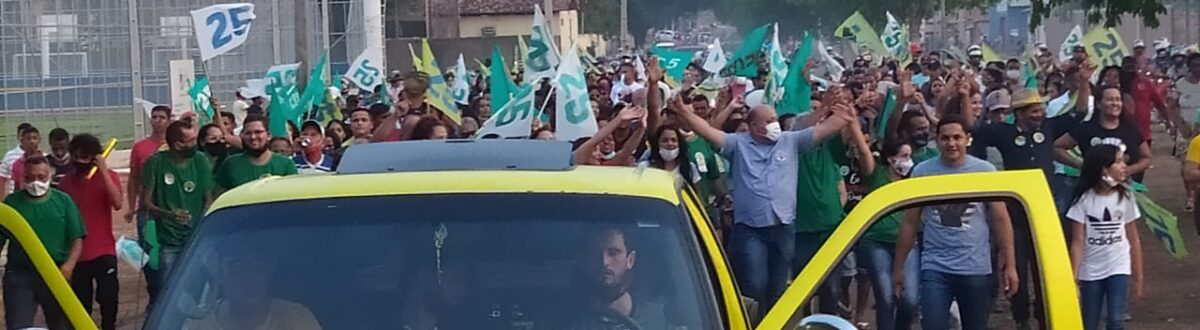 Carreata de Itair Martins e Leila Campos leva multidão às ruas de Rio Sono