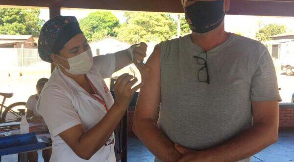 Pessoas de 39 a 42 anos são vacinadas contra a Covid em Aparecida do Rio Negro