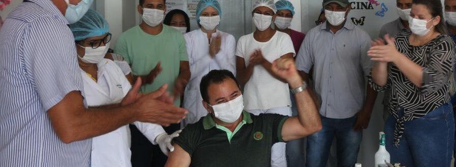 COVID-19: Motorista de 52 anos é o primeiro a ser vacinado em Santa Tereza do Tocantins