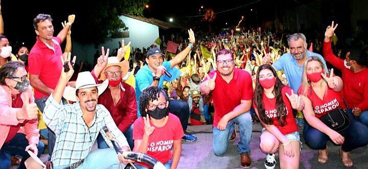 Campanha de Mateus Coelho e Pedro Andrade ganha as ruas de Novo Acordo e reúne mais de duas mil pessoas em carreata